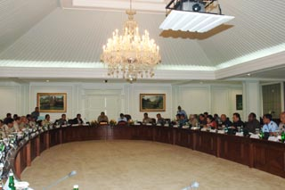 Presiden Mempimpin Rapat Dengan Para Mentrinya
